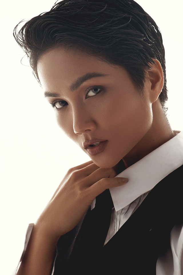 H'Hen Niê gây sốc với bộ ảnh nam tính kỷ niệm 1 năm thi Hoa hậu Hoàn vũ Thế giới - 2