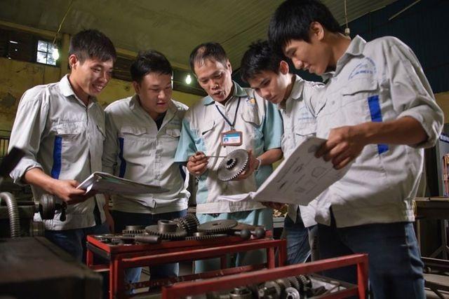 Cách mạng công nghiệp làm tăng nhu cầu lao động tay nghề cao - 2