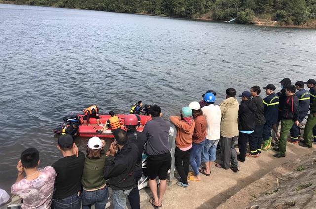 Câu cá trên Biển Hồ, nam thanh niên bị chìm thuyền tử vong - 1