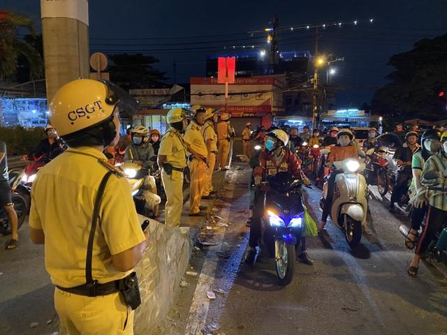 Cảnh sát cửa ngõ Sài Gòn xử lý hàng trăm trường hợp vi phạm giao thông - 2