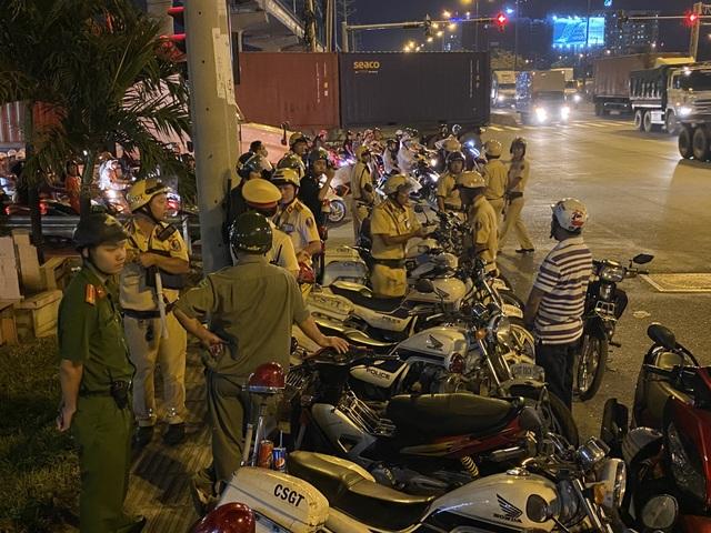 Cảnh sát cửa ngõ Sài Gòn xử lý hàng trăm trường hợp vi phạm giao thông - 1