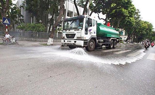 Hà Nội: Các quận đề xuất tưới nước rửa đường để giảm ô nhiễm không khí - 2