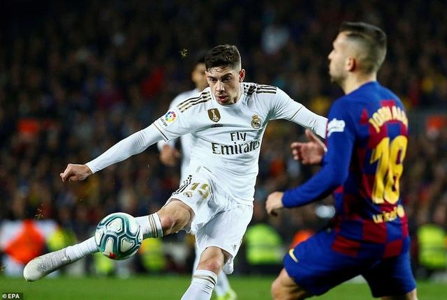 Barcelona và Real Madrid bất phân thắng bại ở Nou Camp - 8