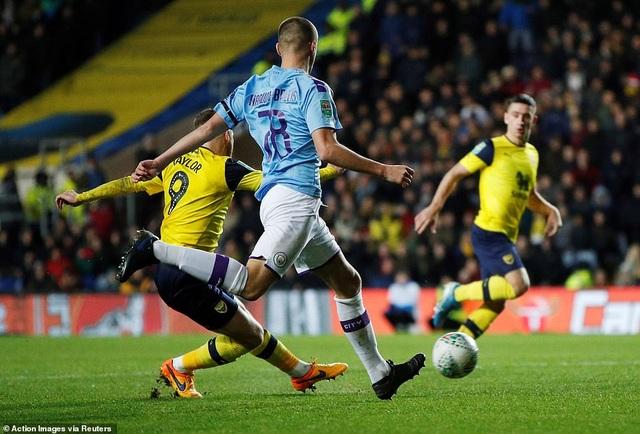 Giành vé vào bán kết League Cup, Man City đụng Man Utd - 3