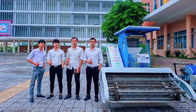 Nhóm sinh viên Đà Nẵng chế tạo máy dọn rác trên bãi biển - 1