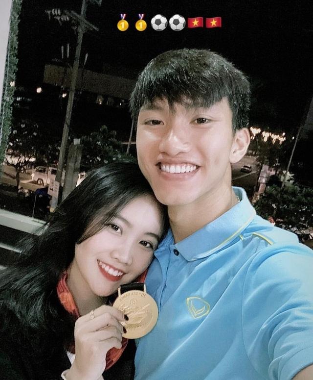 Bạn gái Đoàn Văn Hậu khoe vẻ đẹp quyến rũ mừng sinh nhật tuổi 21 - 11