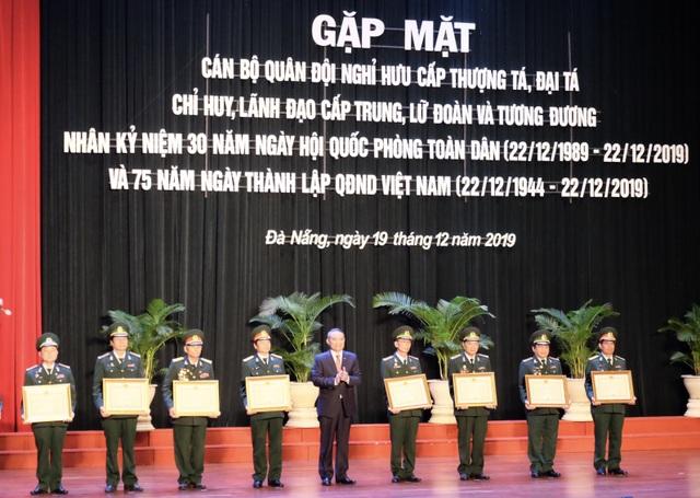 28 tướng tá quân đội nhận Huân chương Bảo vệ Tổ quốc  - 2
