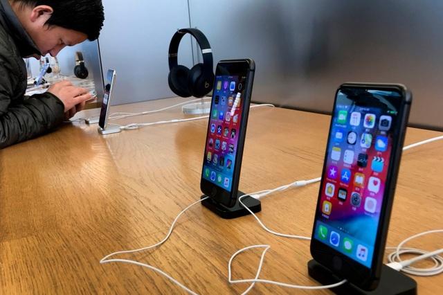 Bán iPhone lắp từ linh kiện lỗi, nhân viên Foxconn bỏ túi 43 triệu USD - 1