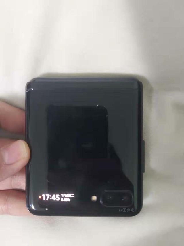 Lộ ảnh thực tế smartphone màn hình gập Galaxy Fold 2 của Samsung - 5