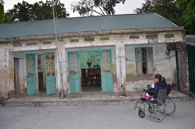 Nghẹn lòng cảnh con gái liệt ngồi xe lăn chăm sóc mẹ già 93 tuổi - 5