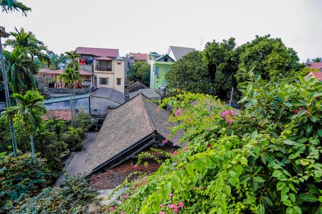 Độc nhất nhà cổ 300 tuổi làm từ gỗ lim, nằm giữa khu vườn xanh mát mắt ở Hà Nội - 3