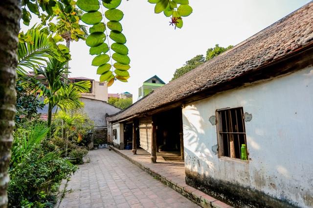 Độc nhất nhà cổ 300 tuổi làm từ gỗ lim, nằm giữa khu vườn xanh mát mắt ở Hà Nội - 5