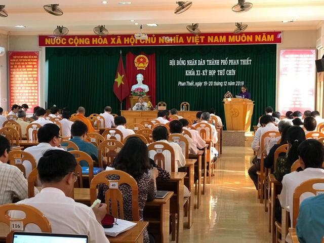Bãi nhiệm chức vụ Chủ tịch HĐND TP Phan Thiết - 1