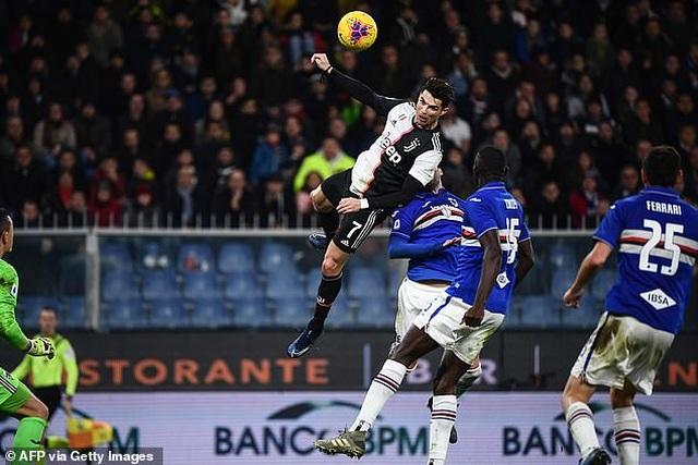 C.Ronaldo gây sốc khi bật cao tới 2,56m ghi bàn vào lưới Sampdoria - 1