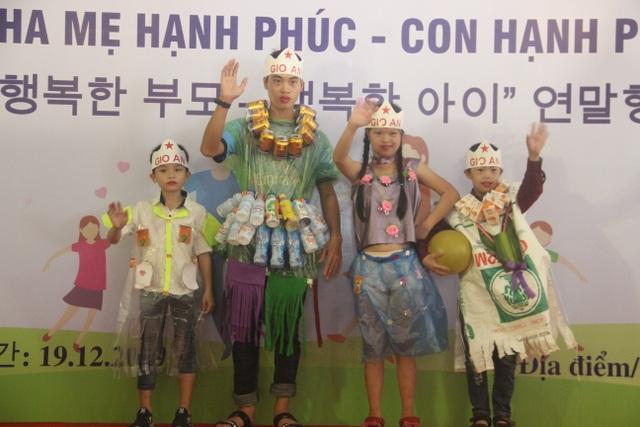 Xúc động màn trình diễn thời trang của trẻ em khuyết tật - 10