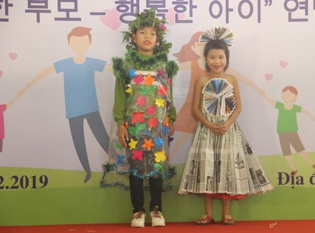 Xúc động màn trình diễn thời trang của trẻ em khuyết tật - 11
