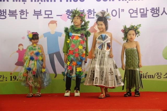 Xúc động màn trình diễn thời trang của trẻ em khuyết tật - 12