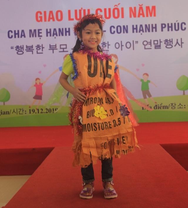 Xúc động màn trình diễn thời trang của trẻ em khuyết tật - 4