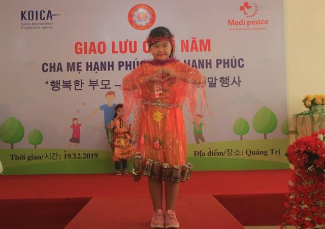 Xúc động màn trình diễn thời trang của trẻ em khuyết tật - 5