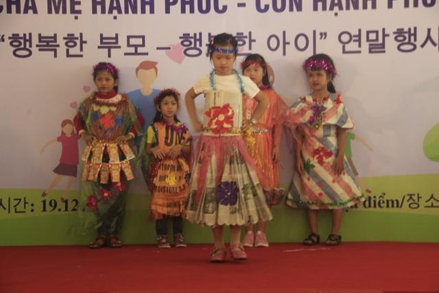 Xúc động màn trình diễn thời trang của trẻ em khuyết tật - 7