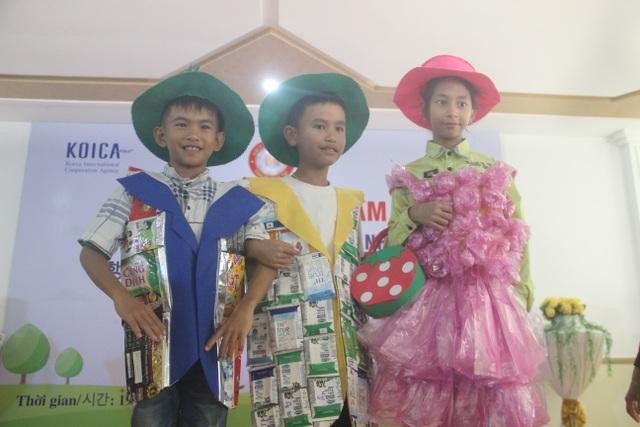 Xúc động màn trình diễn thời trang của trẻ em khuyết tật - 8
