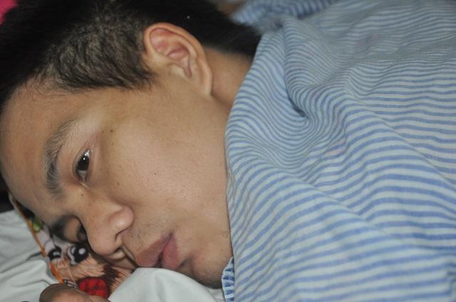 Vợ chồng dân tộc Dao được bạn đọc Dân trí đến tận viện giúp đỡ - 1