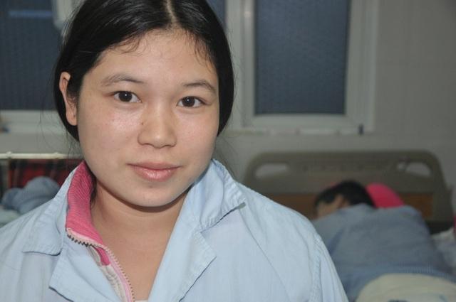 Vợ chồng dân tộc Dao được bạn đọc Dân trí đến tận viện giúp đỡ - 3