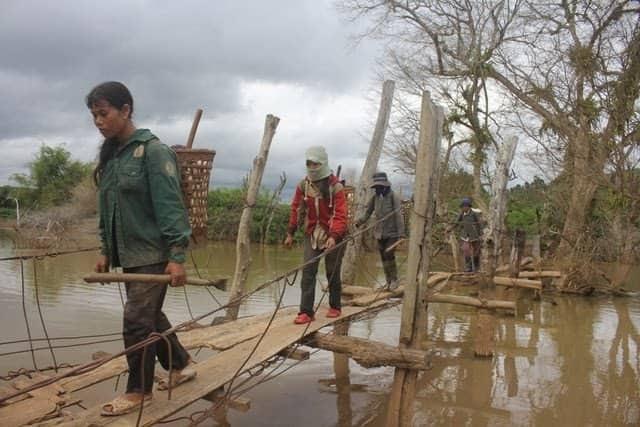 Sạt lở đất khi xây cầu dân sinh, 2 anh em ruột tử vong - 2