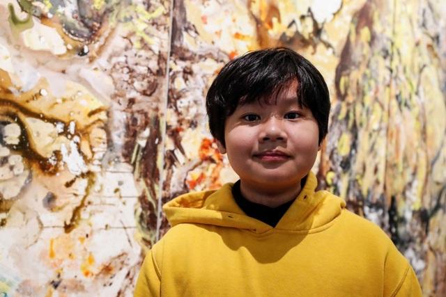 Báo Anh viết về họa sĩ người Việt 12 tuổi mở triển lãm ở Mỹ - 1