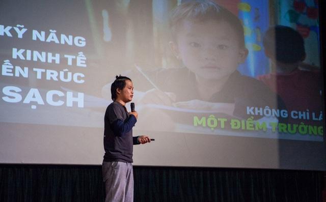 """Chàng trai Hà Nội nhặt ve chai, """"mang cơm"""" về bản cho 12.000 học sinh thiểu số"""