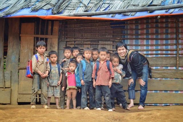 """Chàng trai Hà Nội nhặt ve chai, """"mang cơm"""" về bản cho 12.000 học sinh thiểu số - 2"""