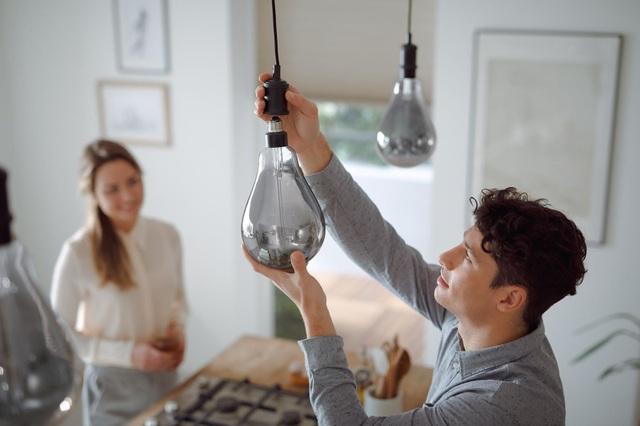 Mẹo 5 giây giúp bạn nhận biết bóng đèn LED giả, kém chất lượng - 1