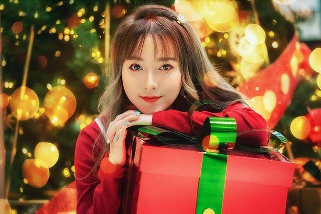 Cô gái có tên đẹp như người cuốn hút trong bộ ảnh đón Giáng sinh - 1