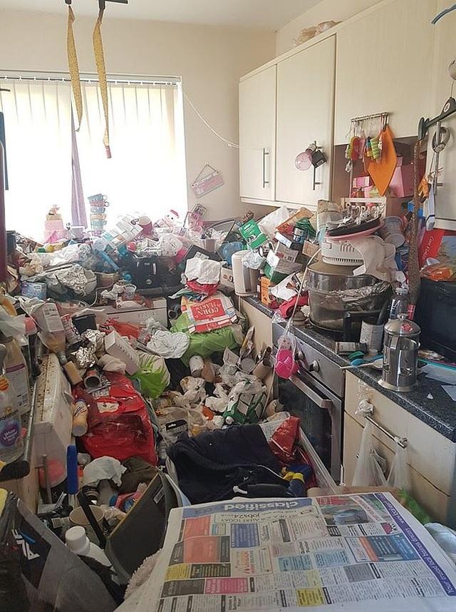 Kinh hoàng khi bước vào căn nhà mới mua với một núi rác tràn ngập khắp nơi - 6