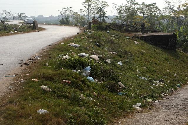 Báo động tình trạng ngập rác thải nhựa tại đê Hữu Hồng  - 7