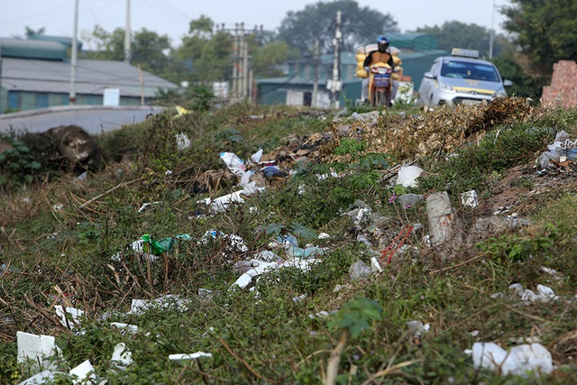Báo động tình trạng ngập rác thải nhựa tại đê Hữu Hồng  - 8
