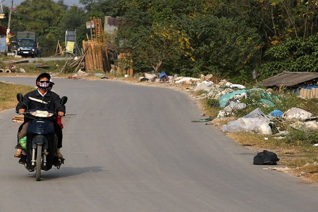 Báo động tình trạng ngập rác thải nhựa tại đê Hữu Hồng  - 9
