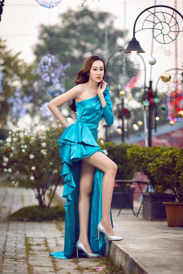 Anika Trinh Trinh hở bạo giữa trời đông Hà Nội - 4