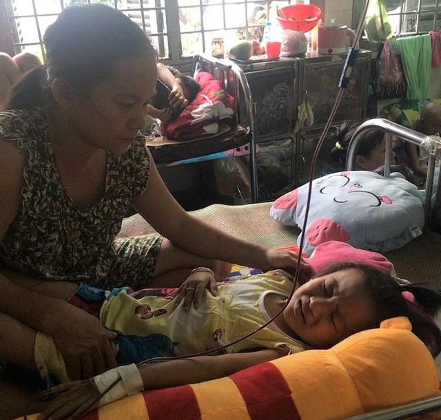 Xót thương gia đình khốn cùng vì 2 đứa con bệnh tật - 8