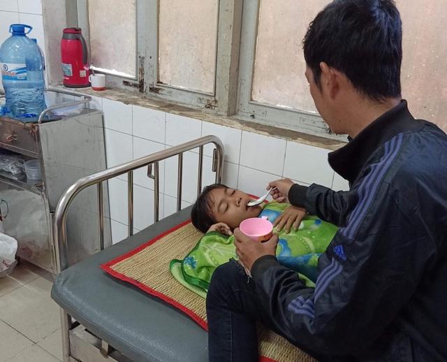 Xót thương gia đình khốn cùng vì 2 đứa con bệnh tật - 10