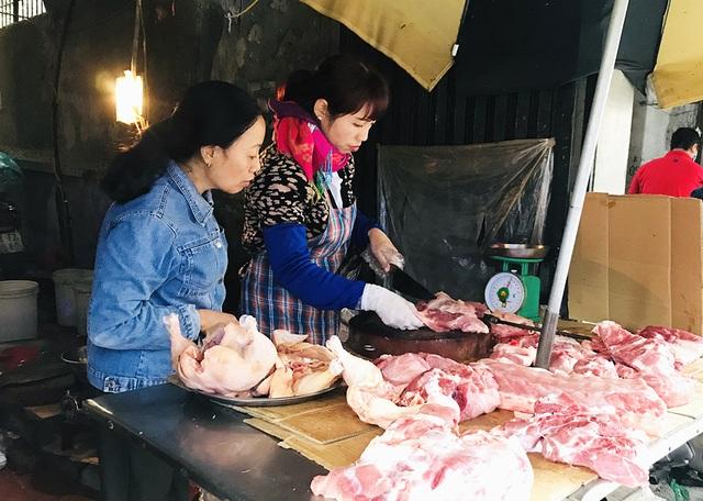 Giá thịt lợn tăng vọt kéo theo giò, chả lên mức giá cao chưa từng có - 1