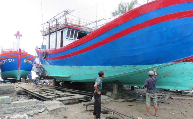Ngư dân lo lắng vì vay tiền cải hoán tàu cá vẫn chưa chắc được ra khơi - 1