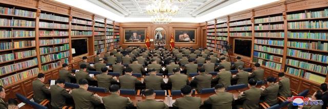 Ông Kim Jong-un chủ trì hội nghị quân sự giữa lúc căng thẳng với Mỹ - 5