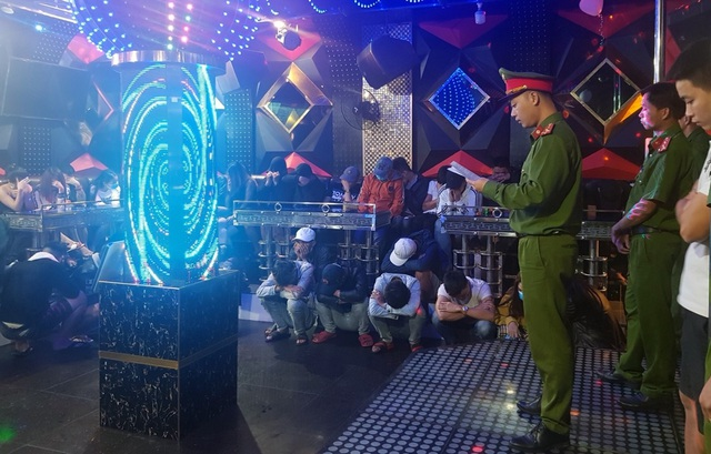 Lại phát hiện hàng chục đối tượng phê ma túy trong quán karaoke