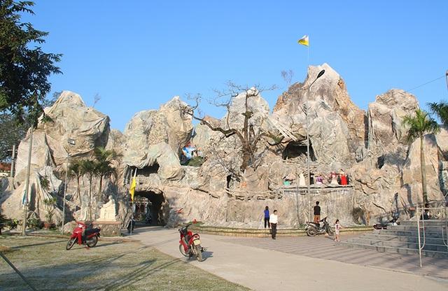 Chiêm ngưỡng hang đá đồ sộ được làm từ 8.000 cây tre - 1