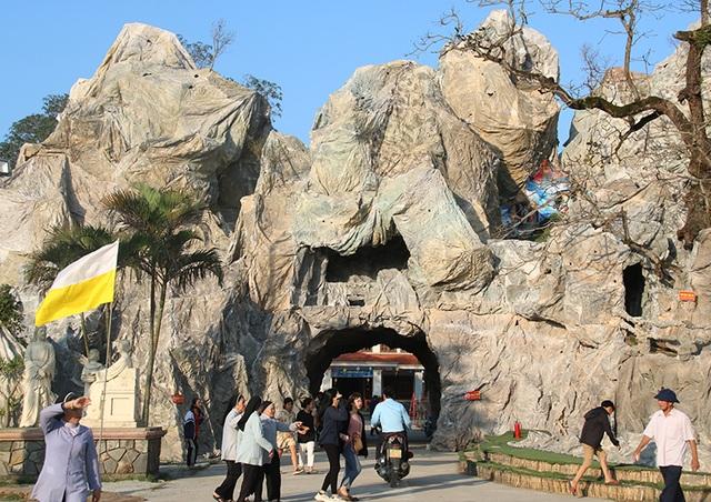 Chiêm ngưỡng hang đá đồ sộ được làm từ 8.000 cây tre - 2