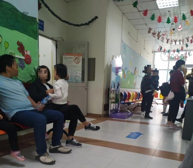 Cao điểm cúm A: Bố mẹ nóng ruột chờ nhận kết quả xét nghiệm của con - 2