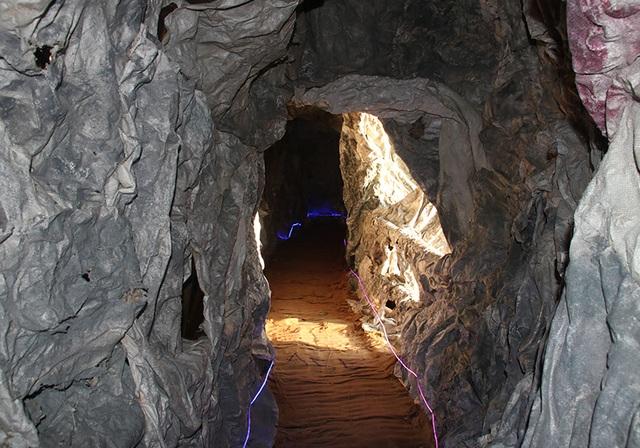 Chiêm ngưỡng hang đá đồ sộ được làm từ 8.000 cây tre - 8