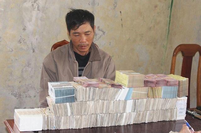 Vờ đi thả ống lươn để rình mò, đột nhập nhà dân trộm gần 1 tỷ đồng - 1