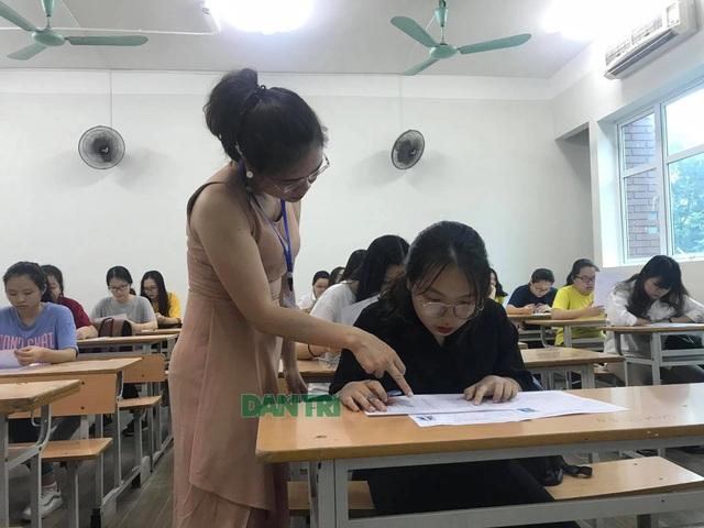 """GS Nguyễn Minh Thuyết: Nên quy định giá """"trần"""" và """"sàn"""" cho SGK mới - 2"""